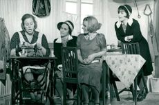 "Birger Norman dramatist with ""Sun, what do you want me?"" In some of the roles as of Margaretha Krook, Irene Lindh, Marie Göranzon and Helena Brodin"