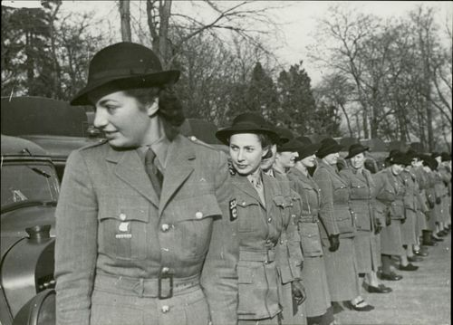 French women to Finland ambulance with female fortress in aid to Winter war. 1939-40