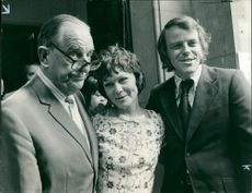 Stanley Holloway and his son, Julian with wife, Zena Walker.