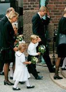 Carl Bildt with family arrives at Gösta Bohman's funeral