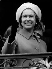 Queen Elizabeth II waved gladly to the German people when she visited Bonn.