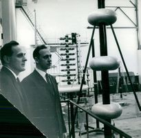 Ludvika. Laboratory manager Nils Hyltén-Cavallius and head of high voltage hall, civil engineer J.Fryxell