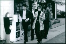 """A photo of Vincent Gallo as Raymond Lembecke, Kiefer Sutherland as Curtis Freley, Kim Dickens as Addy Monroe and Mykelti Williamson as Marcus Weans walking on the side of the street in the film """"Truth or Consequences, N.M."""". 1997."""
