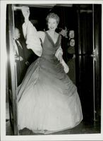Actress Greer Garson on a film premier