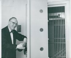 Caretaker Karl Held opens the door to the cash dispensation which holds government securities for SEK 10 billion