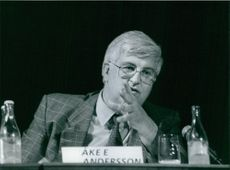 Emmanuel Ake Andersson at a press conference.