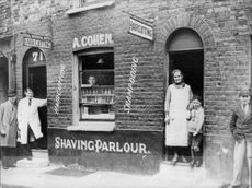 Abraham Cohen, barber and hairdresser, 71 Ellen Street in Whitechapel - Year 1920