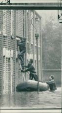 Floods 1966-1989:Police frogmen to the rescue.