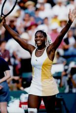 Serena Williams with his hands in the air after the win match against Martina Hingis during the Lipton Championship.