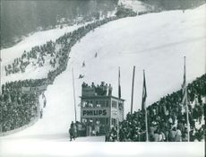 People gathered to see skiing race.