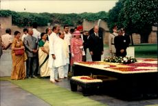 Queen Elizabeth and Prince Philip honored Mahatma Gandhi with a wreath on the black marble that constitutes his grave.