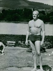 Sigismund Freiherr von Braun standing and wearing swimming trunks. 1968