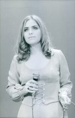 Roslyn Kind singing. 1971.