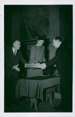 Henry Cadbury, Margaret Backhouse and Gunnar Jahn award the Nobel Prize for Promotion of World Peace at Oslo University