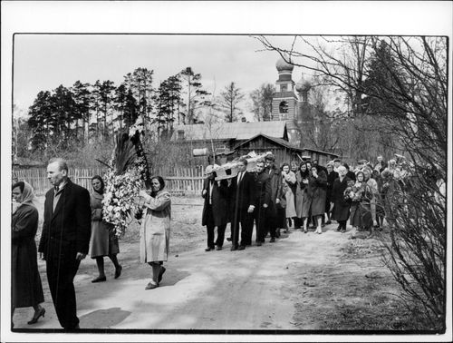 Funeral ceremony in a city in the Soviet Union.