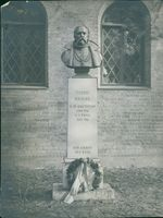 Tycho Brahe's tomb with a sculpture of his face.