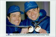 Italian bowlers Antonia Tartaglia and Guenther Huber proudly show up their gold medals during the Winter Olympics 1998
