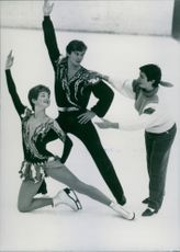 Russian figure skating pair Marina Klimova and Sergei Ponomarenko with their trainer Natalia Dubova, 1986.