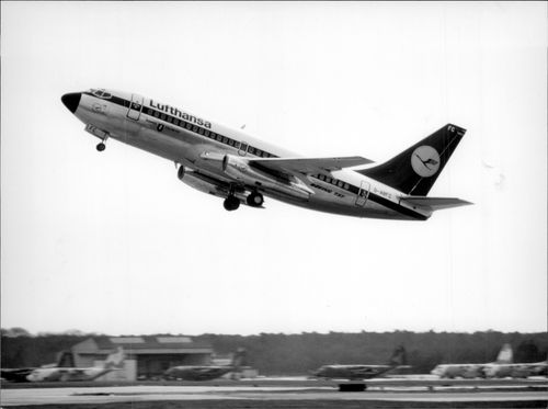 One of Lufthansa's Boeing 737 lifts.