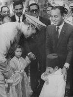 GENERAL LEADER TALK WITH THE LITTLE BOY.1966