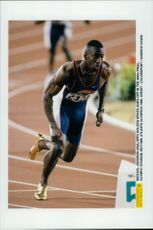 Michael Johnson (USA) jumps with golden shoes in the 400 meters finale