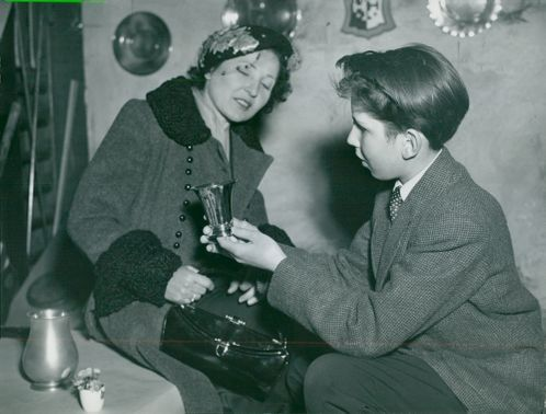 Nils Russe with her mother Ilse who visits him at Sigtuna's humanistic school