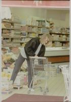 Steffi Graf trades food in the grocery store