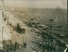 People walking in the port during the WWI, 1915.
