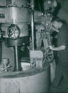 The Sugar Factory in Linköping: Holger Larsson fills the centrifuge with sugar solution