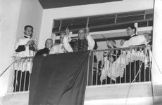 Pope Paul VI standing on Balcony with his companions.
