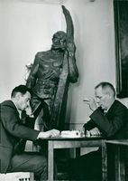 Seamen's Institute. Viggo Nörbo and Arvo Manner take a lot of chess