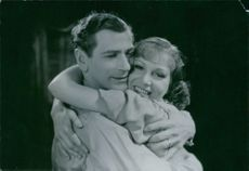 Edvin Adolphson and Aino Taube hugging each other from the film En enda natt  (Only One Night), 1939.