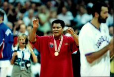 Muhammad Ali returns his Olympic Gold Medal during Atlanta OS 1996.