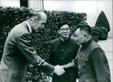 Giscard D'Estaing meets teng Hsiao- Ping, 1975.