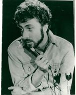 Portrait of Dustin Hoffman in his role-interpretation of comedian and satirist Lenny Bruce.