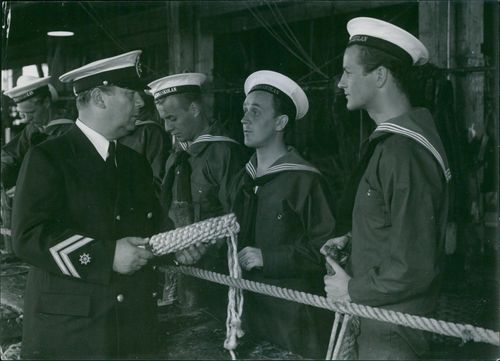 Erik 'Bullen' Berglund as mate Johansson, Hasse Ekman as Bertil Winge, cadet trainee, Åke Söderblom as Åke Hjelm, cadet trainee and George Fant as Olle Lindberg, a cadet trainee in the film Kadettkamrater (Cadet Comrades), 1939.