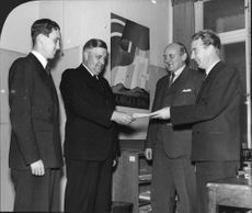 Halland's Child Sponsor organisation hands over a check of 225 000 SEK to the Swedish Norway Aid. - 27 October 1944