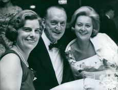 Einar Oscar Beyron, Olga Lallerstedt and Ingrid Smith smiling.