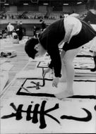 Boys and girls in Tokyo compete in calligraphy