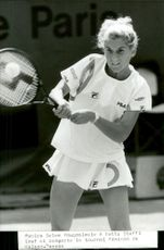 Monica Seles in action against Steffi Graf in French open