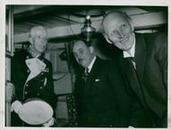 King Gustaf V, intendent Gerhard Albe and Prince Carls look into the old ship