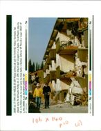 The 1994 Northridge earthquake USA:roscoe workers walk past the northridge.