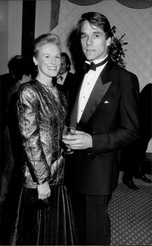 Portrait image of the actors Glenn Close and Jeremy Irons.