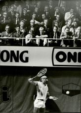 The crowd is watching when Pat Cash is playing under the Stockholm Open 86