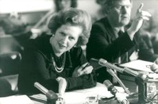 Margaret Thatcher in front of the microphones