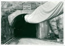Sri Lanka: tunnel building with air intake