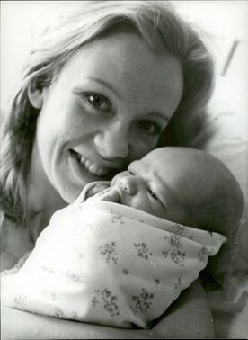 Actress Hayley Mills together with his newborn son Crispian John David at Queen Charlotte Maternity Hospital