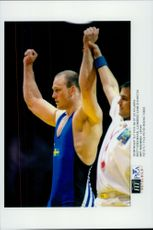 The winger Mikae Ljunberg won his match against the Japanese wrestler Nunumura during the Olympic Games.
