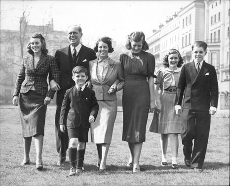 Senator Joseph Kennedy with his wife as well as 5 of their children: Kathleen, Patricia, Jeanne, Robert and Edward