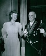 Neptunibruden Stina Ljunghäll and Gösta Lokrantz at Neptune-Order's anniversary in Grands mirrors. - 21 March 1948